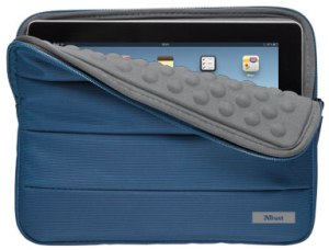 "TRUST Nylon bubble sleeve for 10"" tablets - blue"